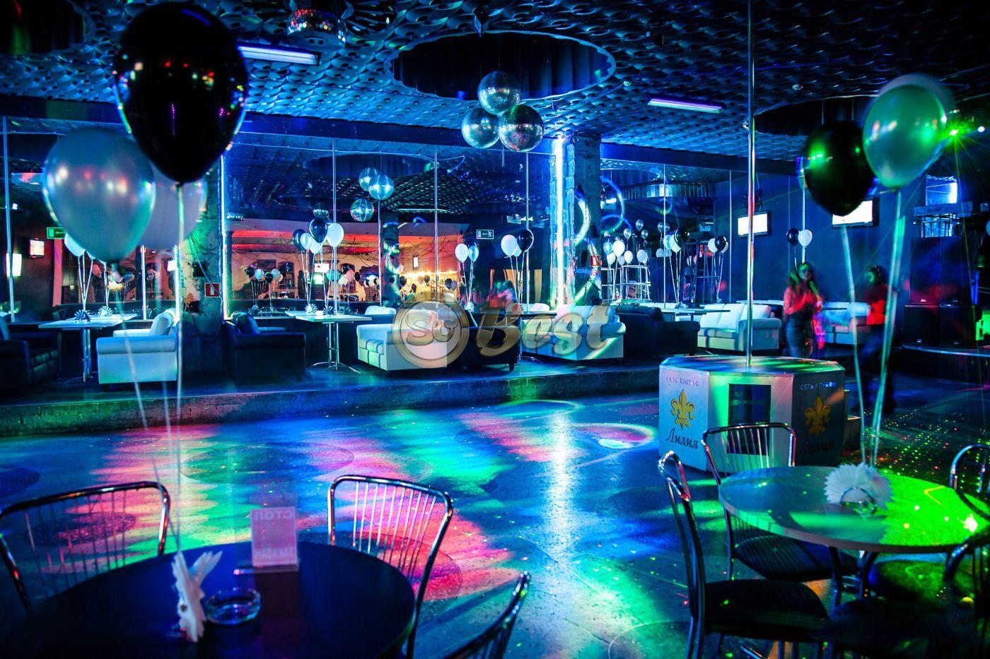 Фото куни в ночном клубе 19 фотография